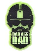TACWRK Bad Ass Dad 3D Fun PVC Rubber Morale Patch 7,5 x 4,5 cm, Glow In The Darstellung